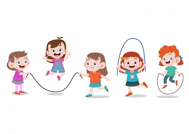 子供たちはロープで遊ぶ