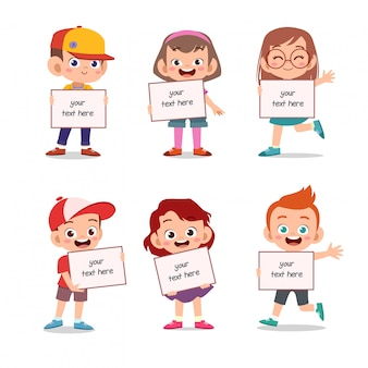 Дети держат доску с текстом