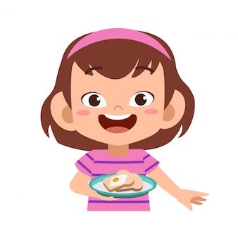 Счастливый малыш ест