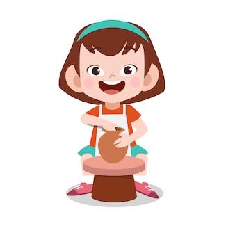 幸せな子供は粘土陶器を作る