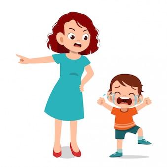 子供の子供の泣き声を持つ親