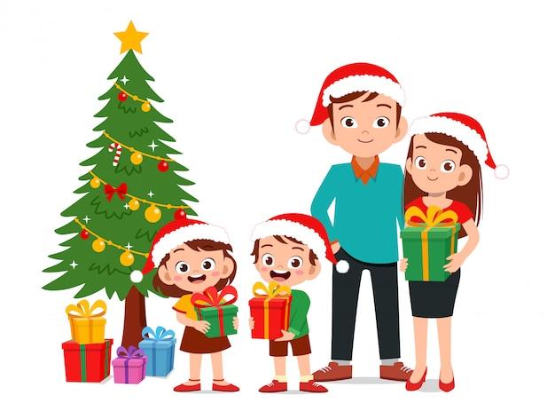 幸せな親は子供にクリスマスプレゼントを与える