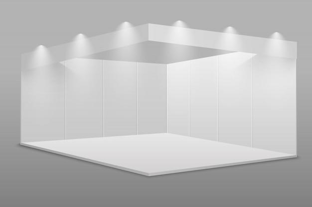 Белый пустой выставочный стенд.