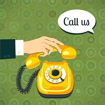 古い電話を持っている手