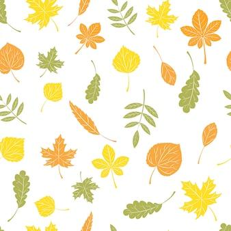 Бесшовный фон из осенних листьев.