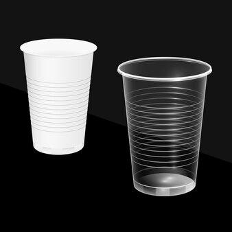 白く透明な使い捨てカップ。