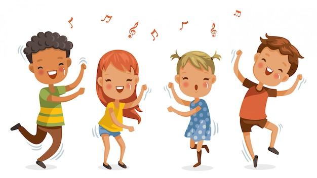Дети танцуют, мальчики и девочки танцуют вместе счастливо