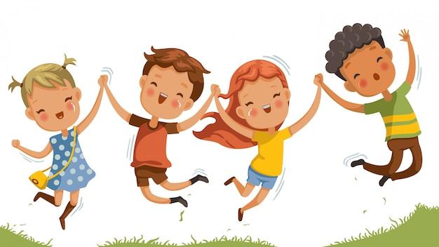 ジャンプする子供たち男の子と女の子が一緒に楽しく遊んでいます