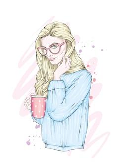 안경과 따뜻한 스웨터에 긴 머리를 가진 아름다운 소녀. 커피 또는 홍차 한잔과 함께 소녀.