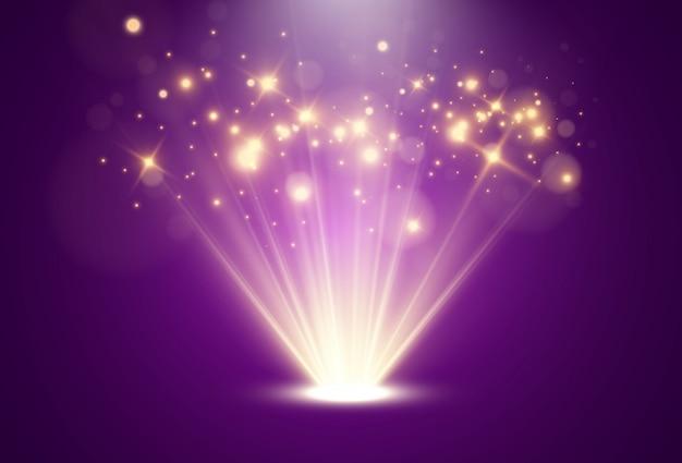 투명한 배경에 빛나는 밝은 빛. 광원에서 나오는 광선.