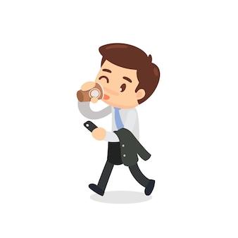 Бизнесмен идет и выпивает чашку кофе