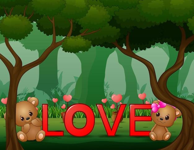 Пара медвежонков и красное слово «любовь» в лесу.