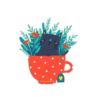 Милый котенок сидит в кружке в окружении цветов и листьев.