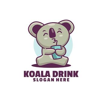 かわいいコアラが甘い飲み物を飲んでいます