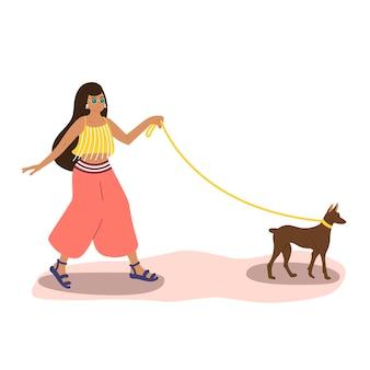여름 옷을 입은 귀여운 혼혈 여성이 강아지와 함께 거리를 걷고 있습니다. 벡터 일러스트 레이 션