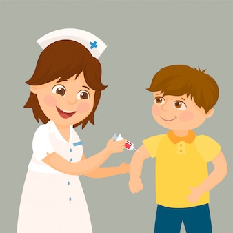 医者が子供に予防接種をする