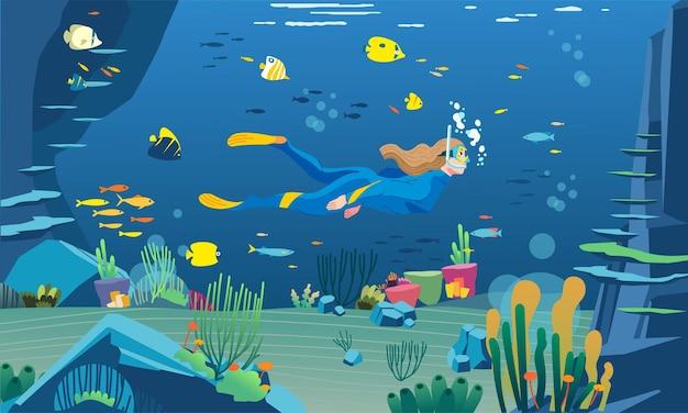 한 여성 다이버가 산호초 물고기와 바다 식물 삽화가 많은 매우 아름다운 바다 전망과 함께 바다에서 스노클링을 하고 있습니다