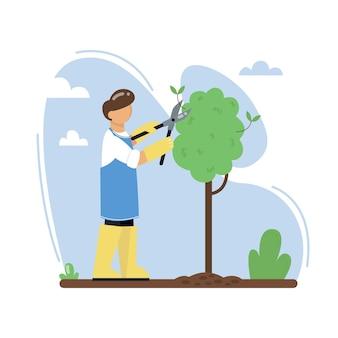 정원사가 정원에서 나무를 자르고 있습니다.