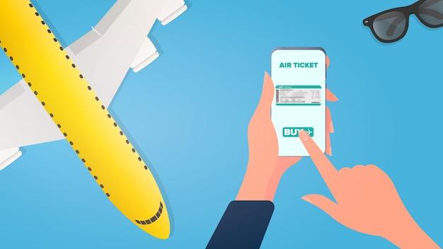 Девушка покупает билет по телефону. покупка билетов онлайн. руки с телефоном крупным планом. вектор.
