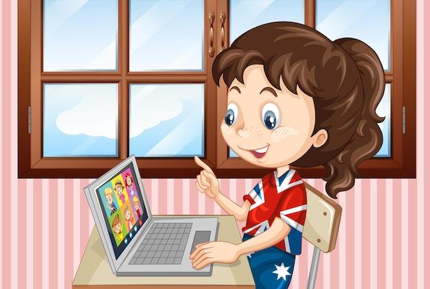Девушка общается по видеоконференции с друзьями дома.