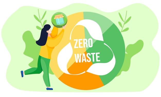 Девушка держит шар с изображением стеклянной банки и поднимает его. секторизованный желто-зеленый глобус с логотипом переработки и белыми буквами на светло-зеленом фоне. концепция нулевых отходов. окружающая обстановка