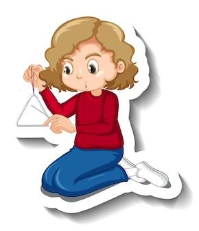 Девушка играет на музыкальном инструменте в форме треугольника