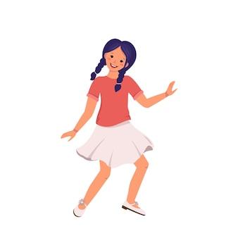 보라색 머리에 블라우스 치마와 신발에 머리띠를 한 소녀가 행복한 귀여운 꼬마가 웃고 있는 티셔츠를 입고 춤을 추고 있습니다...
