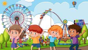Группа детей в тематическом парке