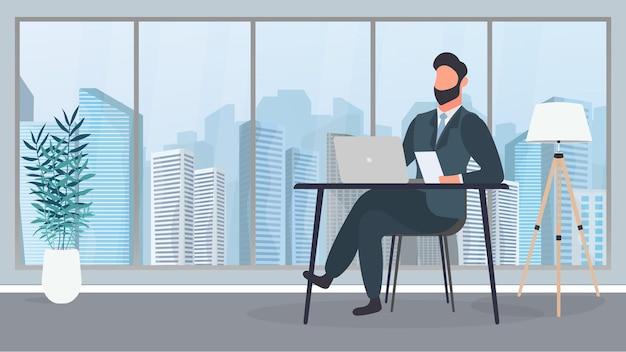 眼鏡をかけた男が彼のオフィスのテーブルに座っています。男はラップトップで働いています。オフィス、本棚、ビジネスマン、フロアランプ。オフィスワークのコンセプト。ベクター。