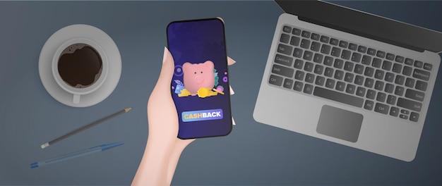 Рука держит телефон с приложением кэшбэк. розовая копилка в виде свиньи с золотыми монетами. копилка для денег, кредитная карта, доллары, золотые монеты. вектор.