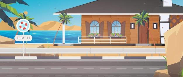 青い、清潔で穏やかな海に浮かぶホテル。ヤシの木のある砂浜の別荘。