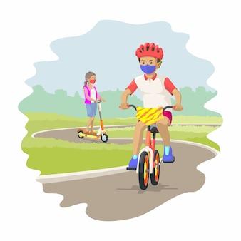 Ребенок катается на велосипеде, а девочка катается на электрическом самокате с маской в новую нормальную эру. иллюстрация