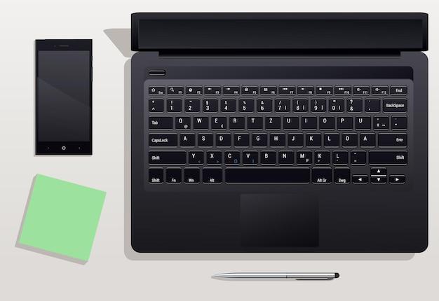 데스크탑에 전화기가있는 노트북. 사무실에서 작업하기위한 일련의 작업 항목입니다. 사무실 책상.