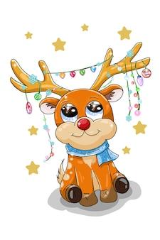 Маленький милый оранжевый олень в рождественских шляпках на рогах