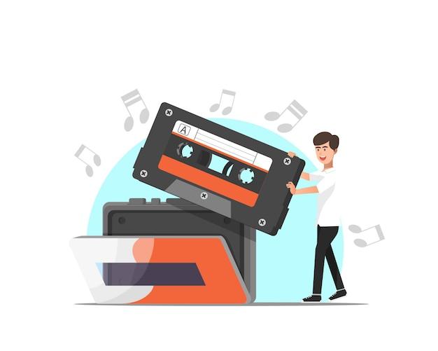 Мужчина вставляет кассету в музыкальный проигрыватель