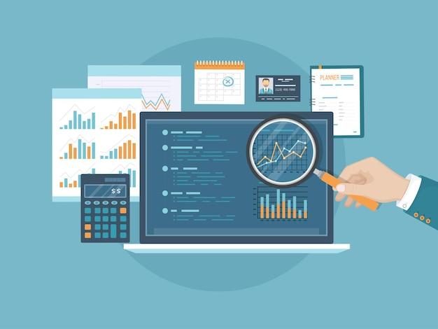 그래프와 차트가 있는 화면 위에 돋보기가 있는 남자의 손 회계 분석 감사 재무 보고서 감사 세금 프로세스 문서 달력 노트북 계산기 벡터
