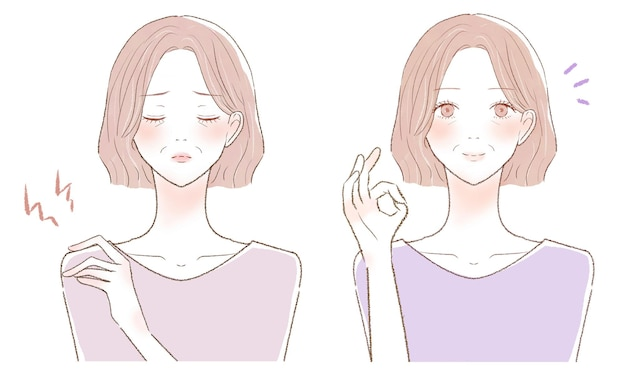 어깨 결림으로 고생하는 중년 여성의 전후. 흰색 배경에.