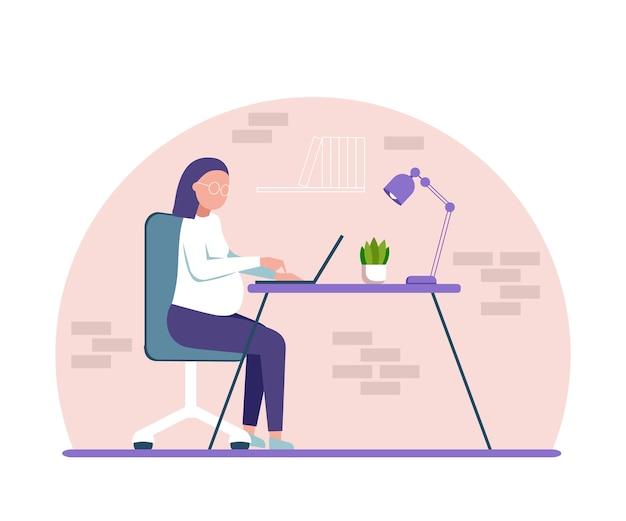 Беременная женщина работает дома за компьютером. мультипликационный персонаж, фрилансер, студент