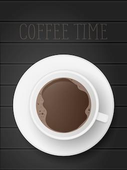 Реалистичный вид на чашку кофе сверху. чашка стоит на деревянном столе. черный деревянный стол.