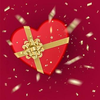 Реалистичная красная подарочная коробка в форме сердца, украшенная золотым бантом, вид сверху. Premium векторы