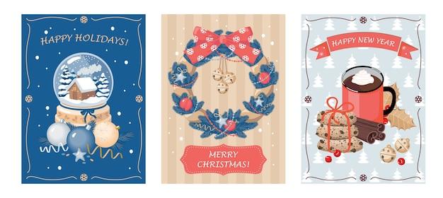 유리 공, 가문비 나무 화환 및 뜨거운 음료와 함께 크리스마스 카드 세트.