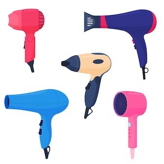 さまざまなアタッチメント、ヘアケアを備えたさまざまな色のヘアドライヤーのセット。フラットな漫画スタイルのカラフルなイラスト。