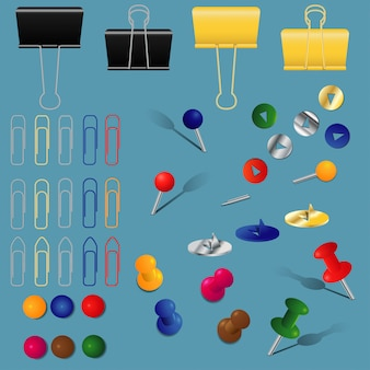 Набор канцелярских принадлежностей, скрепок, папок и булавок, разных цветов и форм,
