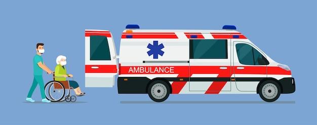 マスクをした病気の年配の女性が救急車に乗せられます