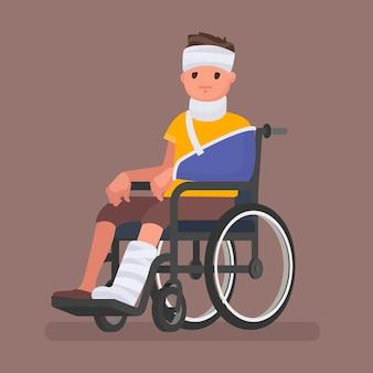 부상과 석고가있는 아픈 사람이 휠체어에 앉아있다.