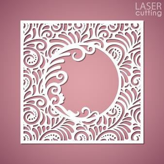Квадратная панель с кружевным рисунком и круглая рамка в центре. изображение подходит для лазерной резки, плоттерной резки или печати. Premium векторы