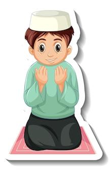Шаблон стикера с мальчиком-мусульманином, сидящим на ковре и молящимся