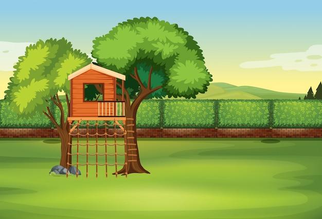 Дом на дереве в природе