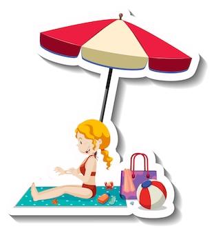 ビーチで日焼け止めローションを塗る女性