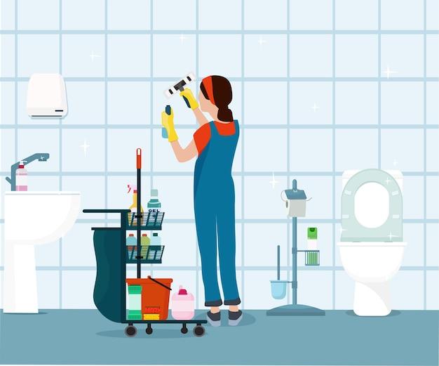 여자는 욕실과 화장실을 청소합니다. 유지 보수 및 전문 청소 서비스.